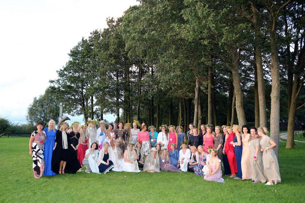 Aktyvios Lietuvos verslo moterys susirinko į suvažiavimą ir.... laumių vakarėlį