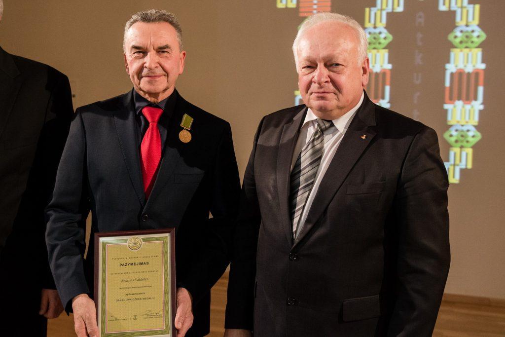 """""""Darbo žvaigždės"""" medalis  įteiktas Antanui Vaideliui"""