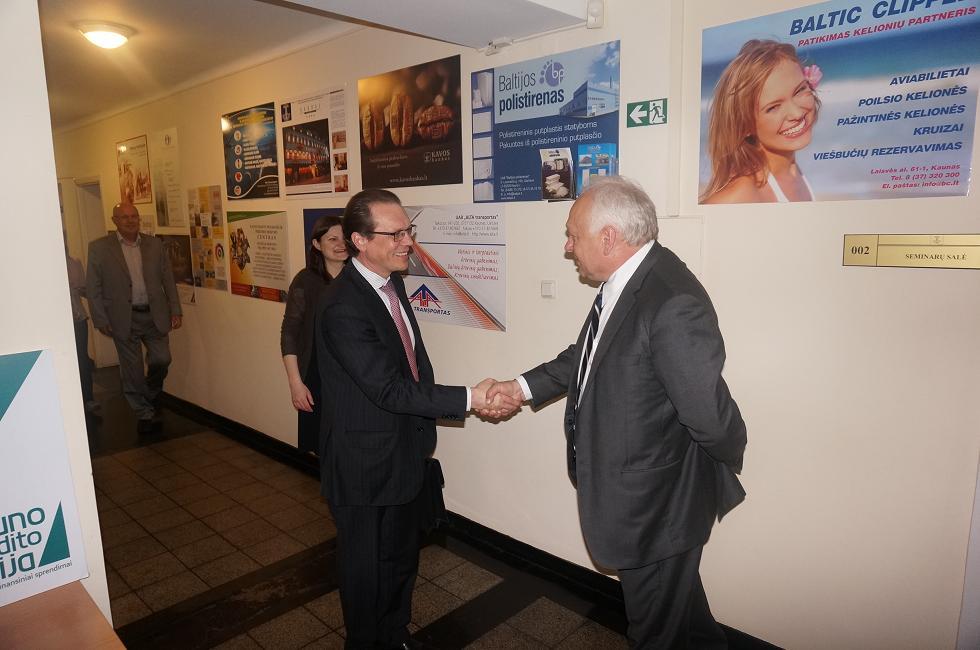 Eurokomisaras Algirdas Šemeta diskutavo su rūmų bendruomene