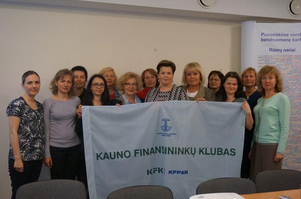 Kauno finansininkų klubas – pirmasis su vėliava