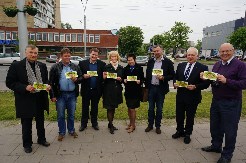 Kauno verslininkai trečią kartą gėlėmis papuošė Savanorių prospektą