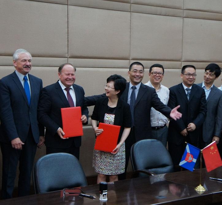 Kinijoje viešėjo ir rūmų nariai