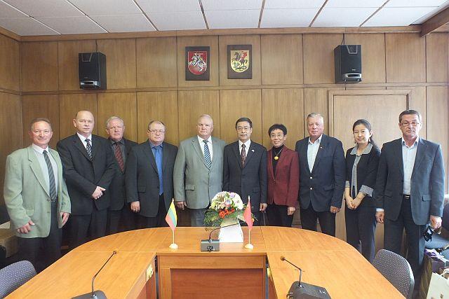 Kinijos pasiuntiniui marijampoliečiai pristatė verslo potencialą
