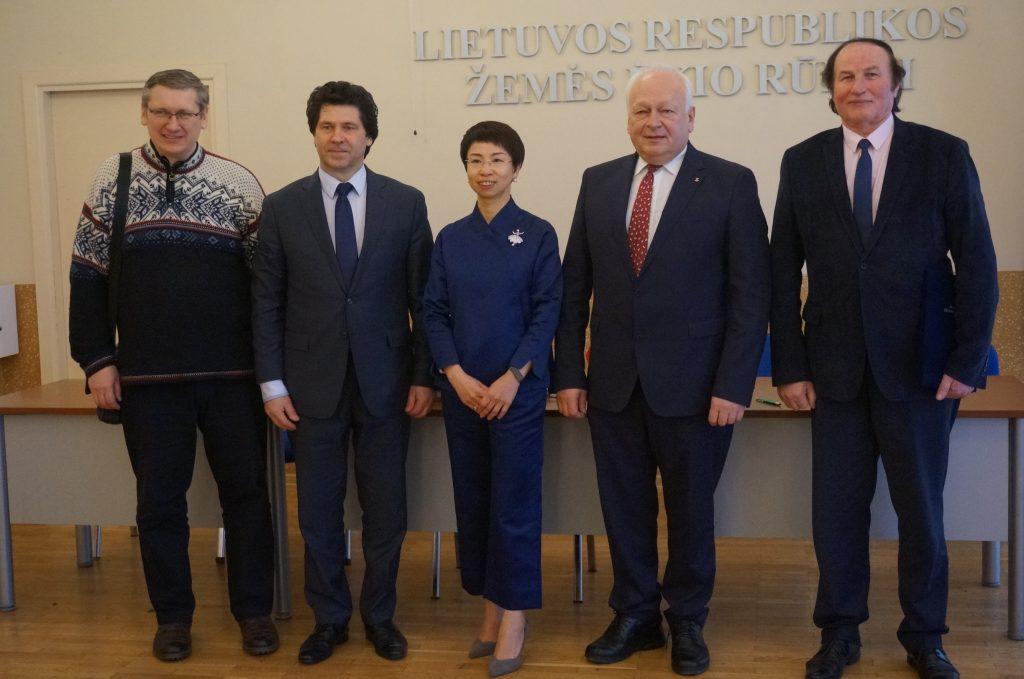 Pasirašytas memorandumas su Kinijos pagrindine ekonominės žiniasklaidos asociacija