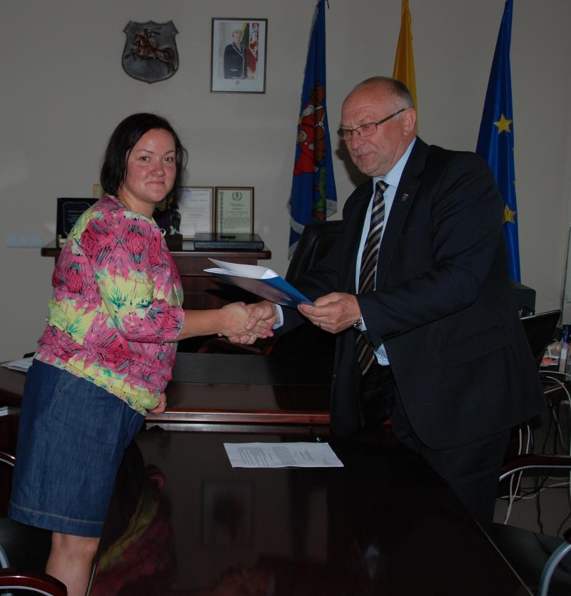 Prienų atstovybė pasirašė verslo ir savivaldos bendradarbiavimo sutartį