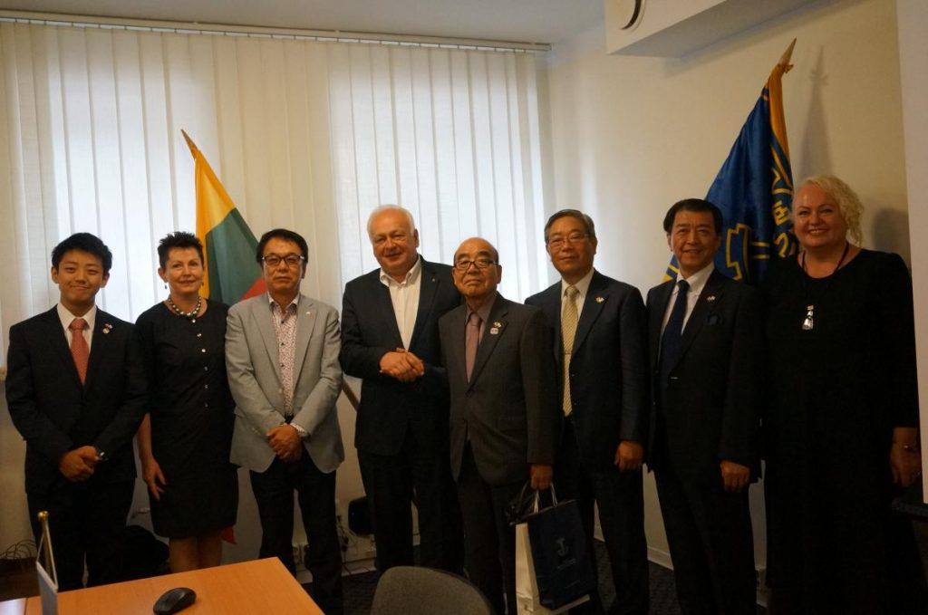 Rūmuose apsilankė Izumiotsu prekybos ir pramonės rūmų vadovai