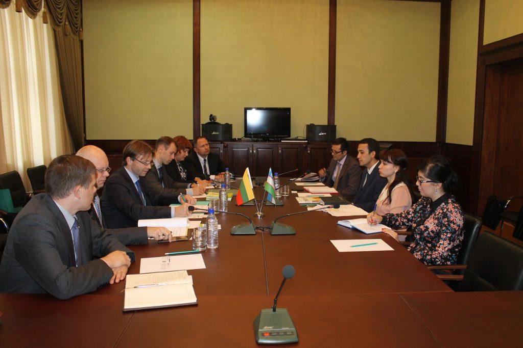 Uzbekistane aptarti verslo ryšiai