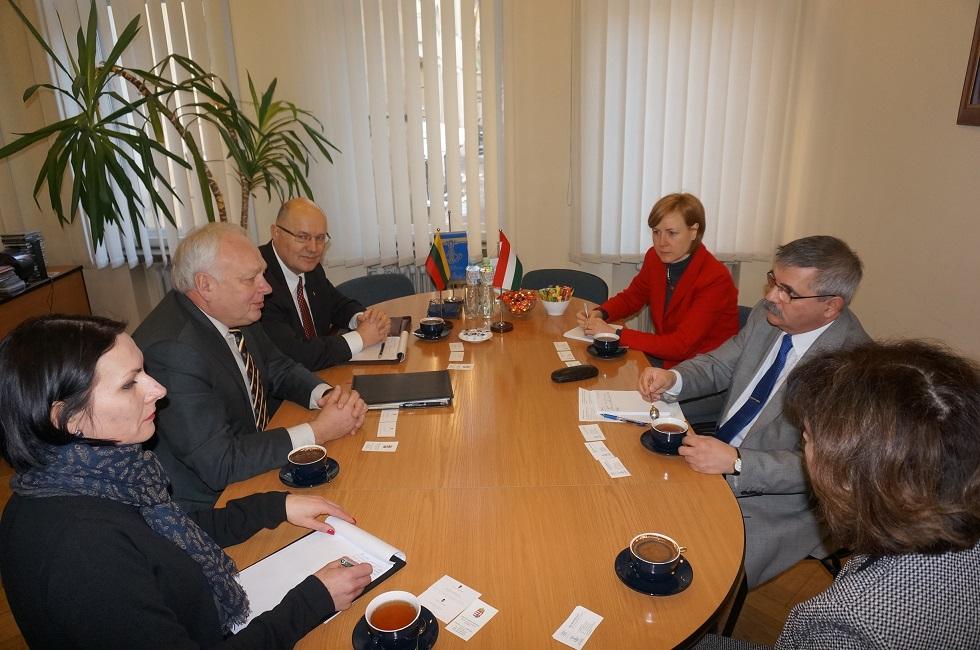 Viešėjo Vengrijos ambasadorius