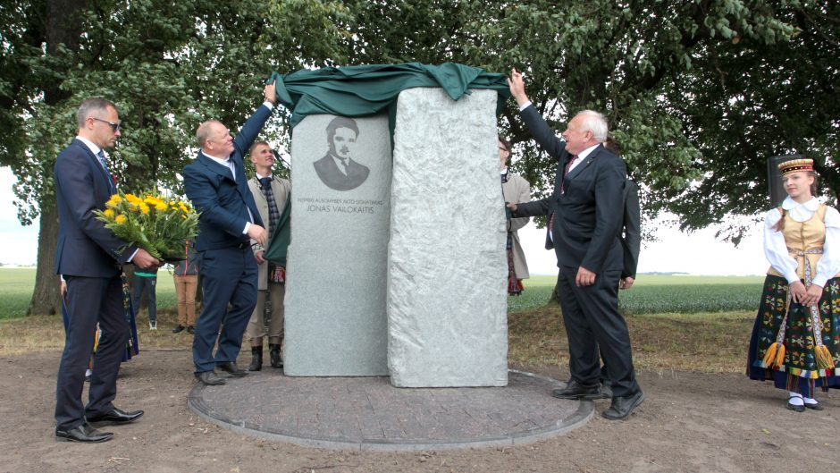 Iškilmingai atidengtas signataro J. Vailokaičio paminklas
